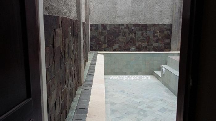 kolam renang menggunakan finishing batu hijau sukabumi