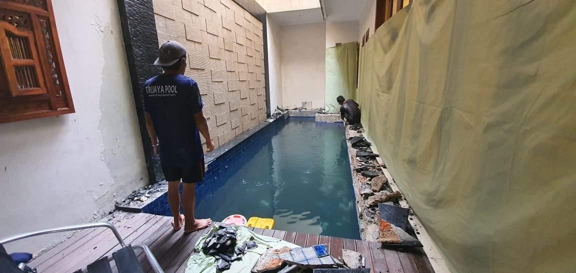 team trijaya pool merenovasi kolam renang klien